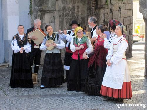 Summer festivities in Galicia- enjoy traditional music