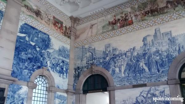 Top things to do in Porto - Visit the São Bento train station